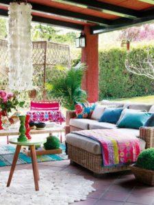 Decorar-Jardines-y-terrazas-con-mucho-color-3-580x773