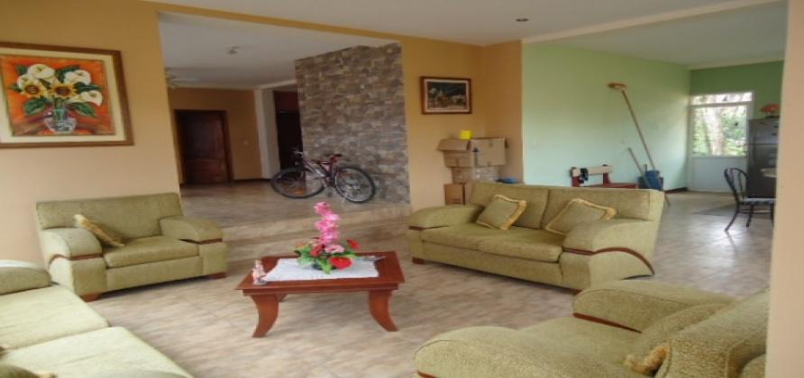 3 Dormitorios , Casa, En Venta, 2 Baños Completos, Código Inmueble 1184, Centro, Macas, Morona Santiago,